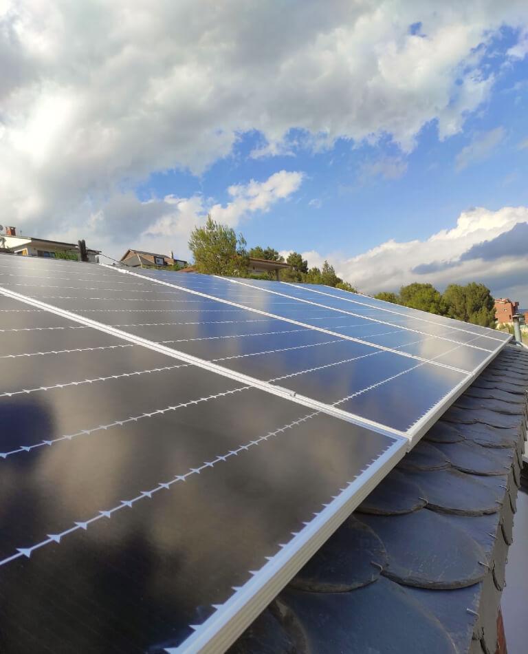 Placas solares en una vivienda de Corbera de Llobregat